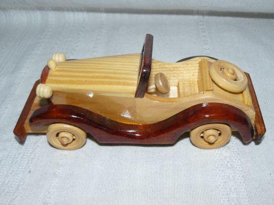 Дървена кола средна