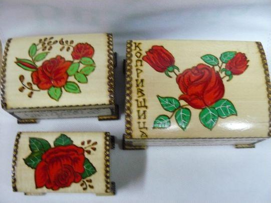 Скринче с  рози - средно