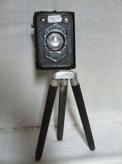 """Фотоапарат """"Цайс икон"""" със статив"""