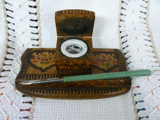 Дървена пирографирана мастилница