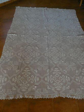 Плетена покривка за спалня