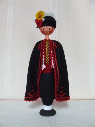 Кукла с българска носия